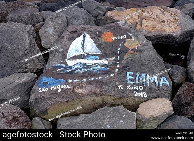 Marina - Segler haben nach Atlantiküberquerung ihre Spuren am Kai hinterlassen, Ponta Delgada, Sao Miguel, Azoren, Portugal