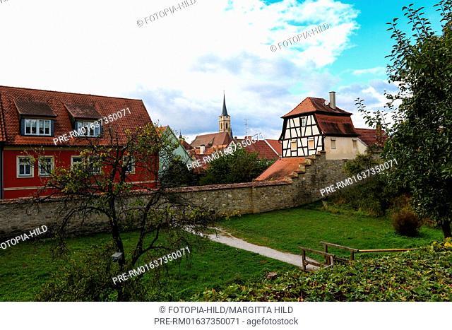Town wall, Iphofen, Kitzingen district, Lower Franconia, Bavaria, Germany / Stadtmauer, Iphofen, Landkreis Kitzingen, Unterfranken, Bayern, Deutschland