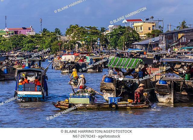 Cai Rang Wholesale Floating Market, near Can Tho, Mekong Delta, Vietnam