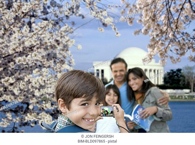 Family taking vacation picture near the Jefferson Memorial