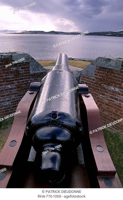 Cannon guarding Moray Firth, Fort George, near Inverness, Highland region, Scotland, United Kingdom, Europe