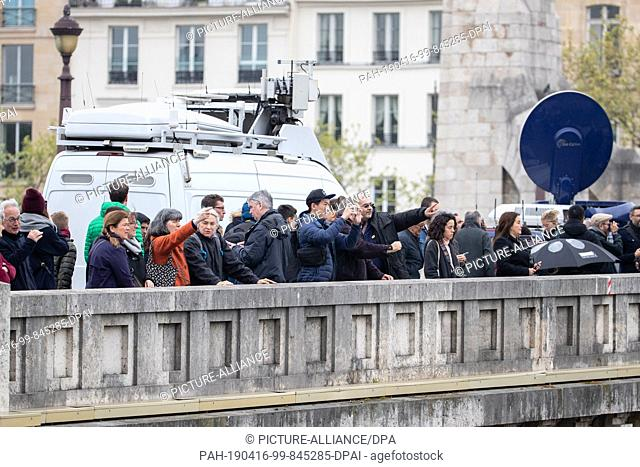 16 April 2019, France (France), Paris: The cathedral of Notre-Dame is a must for onlookers. A fire broke out in the world-famous cathedral Notre-Dame in Paris...