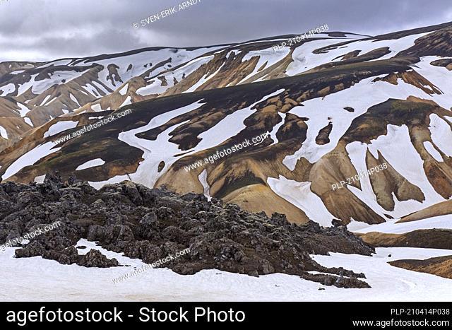 Rhyolite lava and sulphur coloured mountains at Brennisteinsalda volcano near Landmannalaugar, Fjallabak Nature Reserve, Sudurland, Iceland