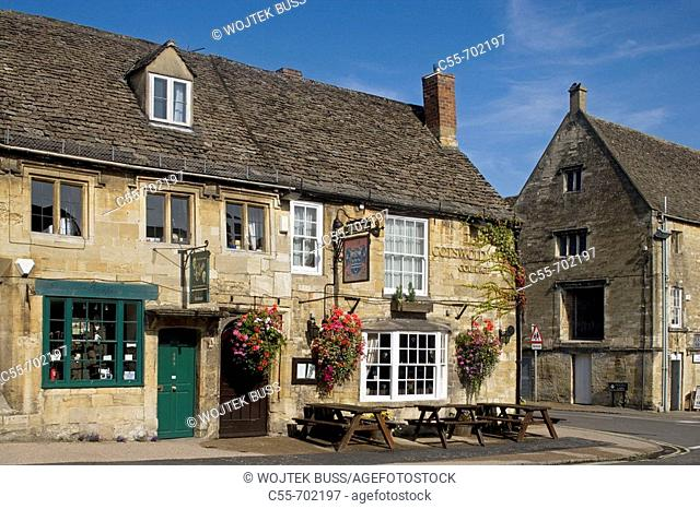 Burford, High Street typical houses, Oxfordshire, England