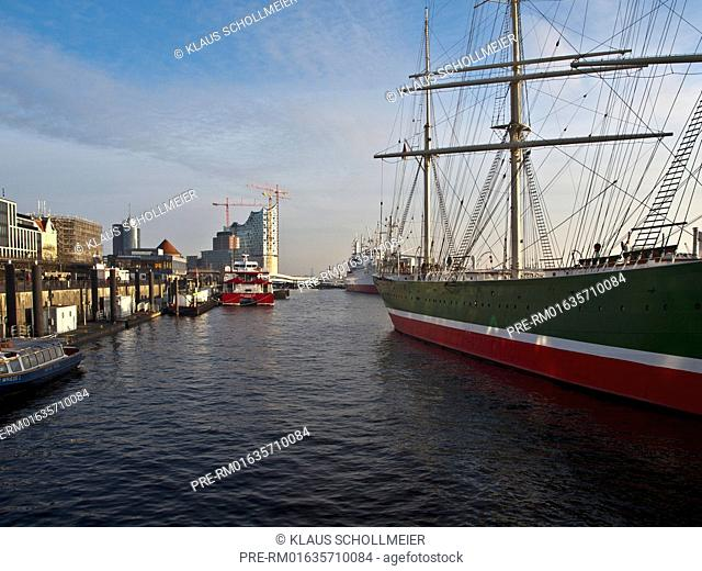 The Hamburg Harbour, Museum ship Rickmer Rickmers in foreground, the Elbphilharmonie in background, Hamburg, Germany, Date of photography: 14.01