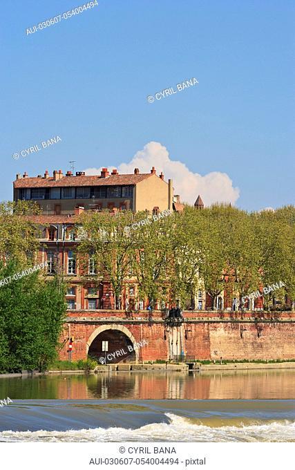 France, Toulouse, [Garonne river banks] [urban scenery]