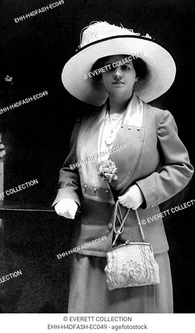 Women's fashion, circa 1910. Photo: Courtesy Everett Collection