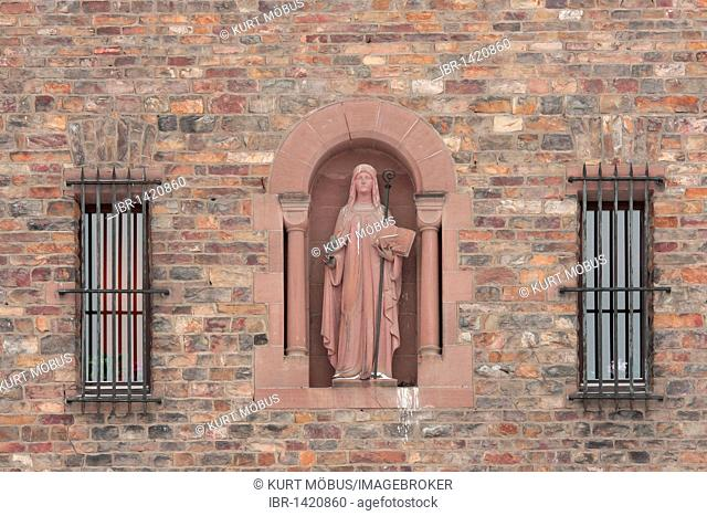 Statue of St. Hildegard of Bingen at the Abbey of St. Hildegard near Ruedesheim, UNESCO World Heritage Site, Middle Rhine Valley, Hesse, Germany, Europe