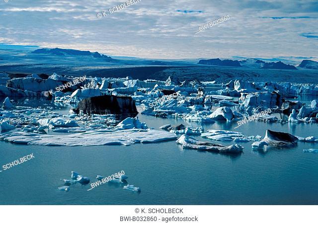 glacier lake with floes, Iceland, Joekulsßrlon