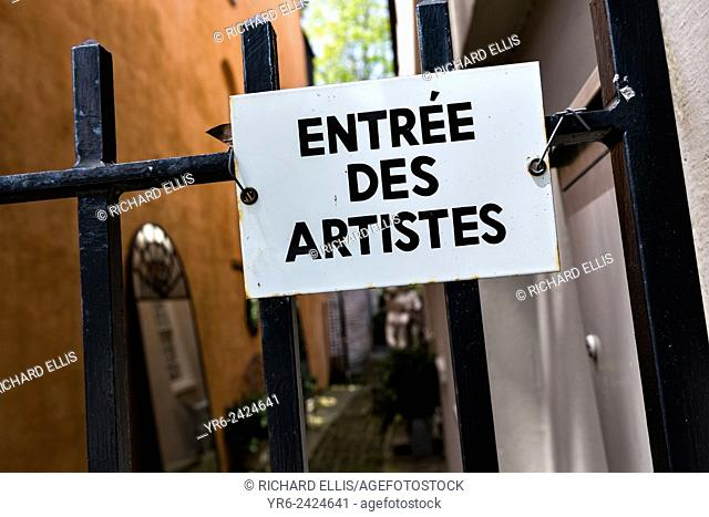 Entree des artistes sign in the French Quarter along Church Street in historic Charleston, SC