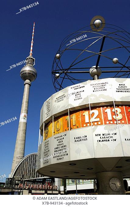 Berlin  Germany  The World Time Clock and Fernsehturm TV tower on Alexanderplatz  World Time Clock designed by Erich John erected in 1969 & Fernsehturm TV tower...
