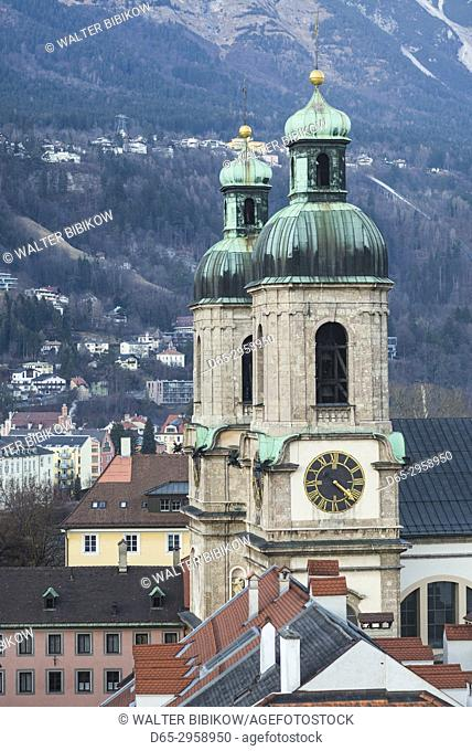 Austria, Tyrol, Innsbruck, elevated view of the Dom cathedral, dusk, winter