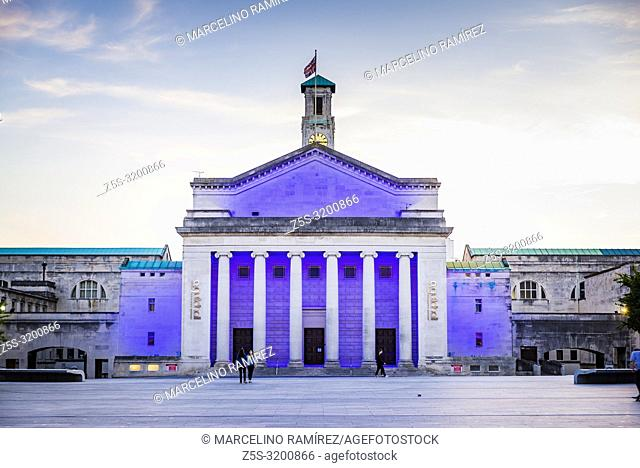 O2 Guildhall, The Guildhall, east wing, with colonnaded facade. Illuminated at dusk. Southampton, Hampshire, England, United Kingdom, UK, Europe