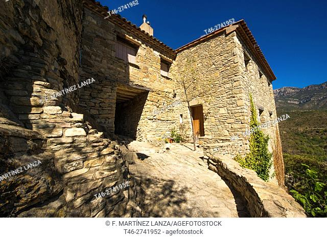Village of La Boronia ST. Oisme Just at the junction between the Vall dâ. . TO. ger and the road of Pas de Terradets is the Barony of Sant Oïsme