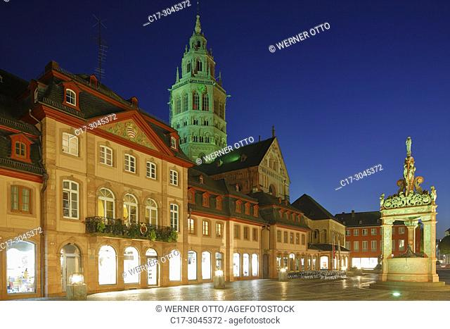 Mainz, D-Mainz, Rhine, Rhine-Main district, Rhineland, Rhineland-Palatinate, night shot, blue hour, business houses and residential houses at the market place