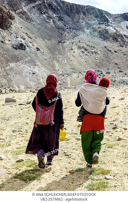 Women walking to the nomad summer festival in Tso Moriri lake, Ladakh (India)