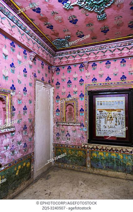 Pink wall patterns, City Palace, Udaipur, Rajasthan