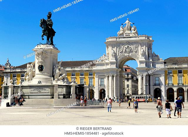 Portugal, Lisbon, Baixa Pombal district, Praca do Comercio (Commerce Square), Joao I equestrian statue and Triumphal Arch of Rua Augusta (Arco da Rua Augusta)