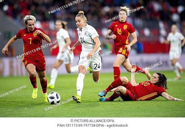 13 November 2018, Thuringia, Erfurt: Football, women: International match, Germany - Spain, in the Steigerwald Stadium. Germany's Giulia Gwinn (M) against...