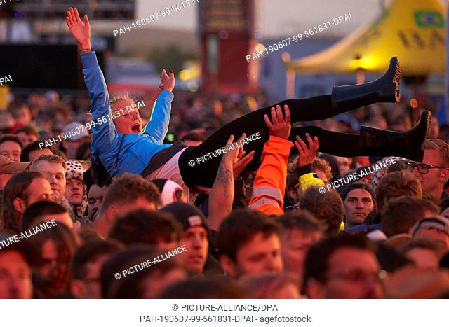 07 June 2019, Rhineland-Palatinate, Nürburg: During the performance of the us-American alternative rock band The Smashing Pumpkins in front of the main stage of...
