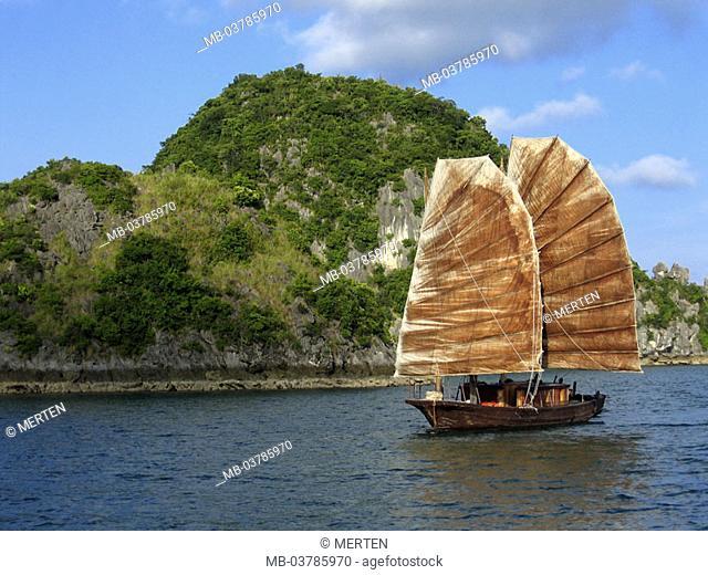 Vietnam, Halong bay, junk   Asia, southeast Asia, South-Chinese sea, golf of Tongking, of Vinh Ha Long, bay, coast, coast landscape, steep coast, boat, sailboat