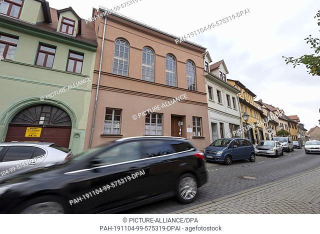 24 October 2019, Saxony-Anhalt, Eisleben: View of the synagogue of Lutherstadt Eisleben (second building from left). In 2002 the city of Eisleben acquired the...
