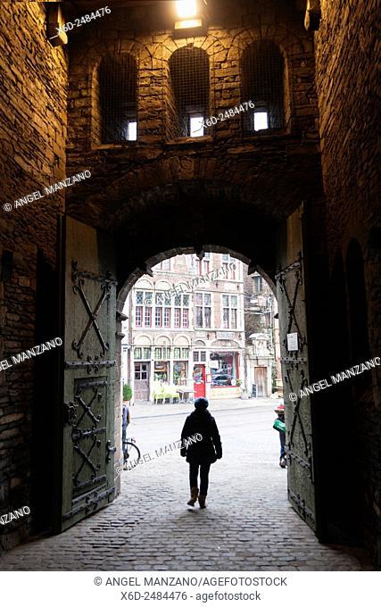 """Het Gravensteen, """"""""Castle of the Counts"""""""", seat of the counts of Flanders overlooks the city centre of Gent, Belgium"""