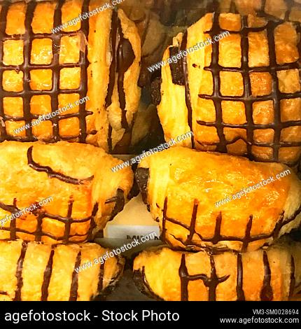Puff pastry cakes