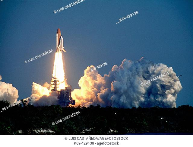 Shuttle Endeavour. Lift-off. (STS-99). Kennedy Space Center. NASA. Florida. USA