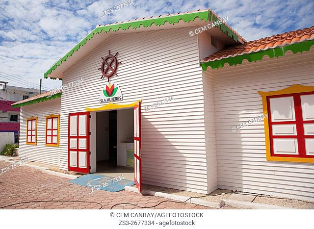 Colorful building in town center, Isla Mujeres, Cancun, Quintana Roo, Yucatan Peninsula, Mexico, Central America