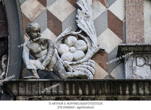 Detail of sculpture on façade of Colleoni Chapel (Cappella Colleoni), Piazza del Duomo, Upper Town (Città Alta), Bergamo, Italy, Europe