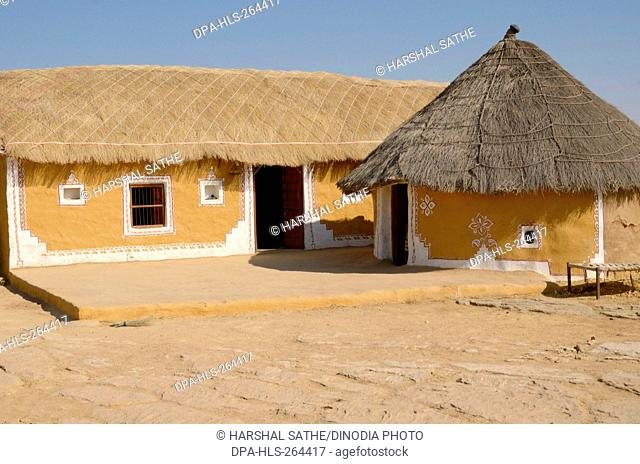 Huts with thatched roofs, Jaisalmer, Rajasthan, India, Asia