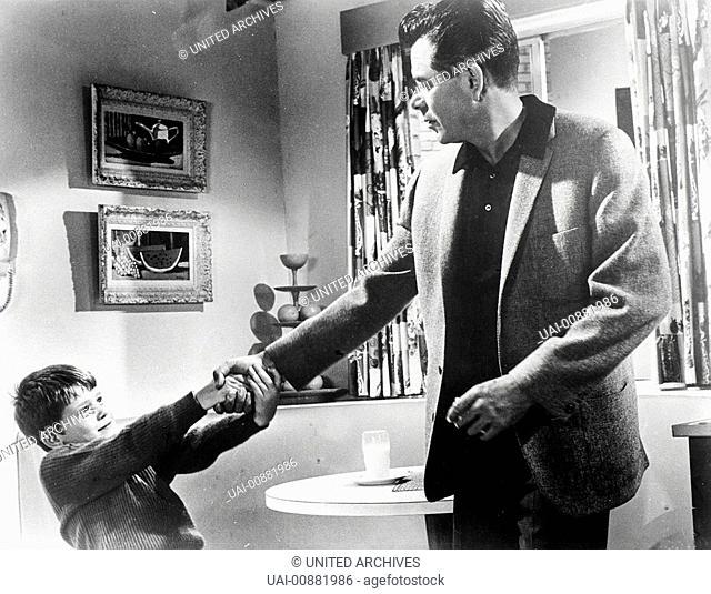 VATER IST NICHT VERHEIRATET Hoch die Tassen: Der kleine Eddie (RONNY HOWARD) hat die Nachbarin Elisabeth Marten als neue Frau für seinen Vater Tom Corbett...