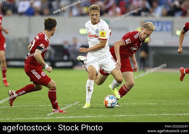 firo: 08/20/2021 Fuvuball: Soccer: 2nd Bundesliga season 2021/22 Fortuna Dvºsseldorf, Duesseldorf - Holstein Kiel 2: 2 Jann-Fiete Arp duels versus Christoph...