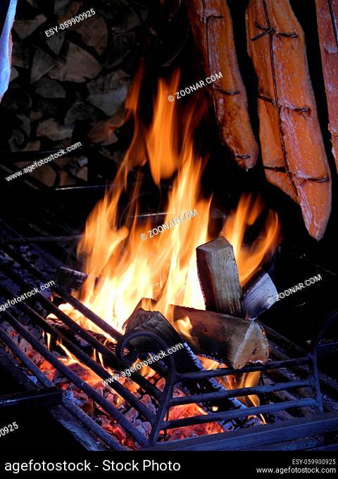 Aalräucherei, fischräucherei, räucherei, räucherfisch, räucheraal, aal, fisch, speisefisch, räuchern, feuer, flamma, flammen, glut
