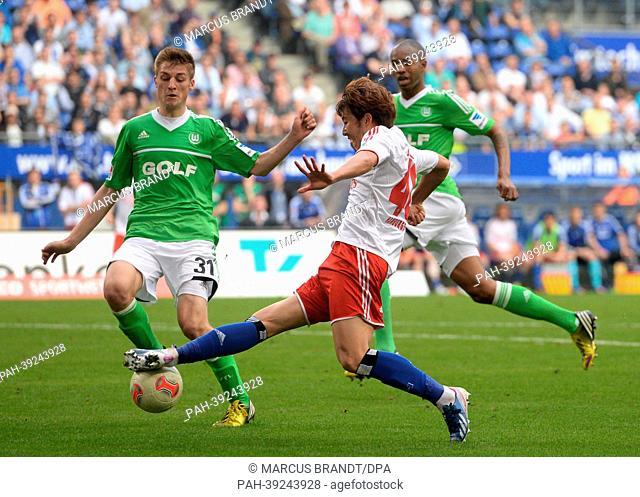 Wolfsburg's Robin Knoche (L) vies for the ball with Hamburg's Heung Min Son during the Bundesliga soccer match between Hamburger SV and VfL Wolfsburg at Imtech...