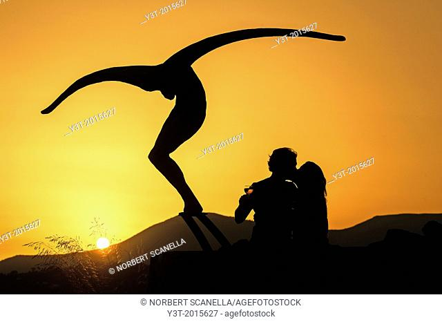 "Europe, France, Alpes-Maritimes, Saint-Paul-de-Vence. Couple of lover in front of the sculpture of the artist Jean-Marie Fondacaro, """"L'envol"""""