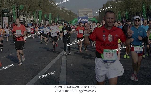 Paris, France. Marathon, Crowd Scene, Runners on Avenue Champs-Elysees