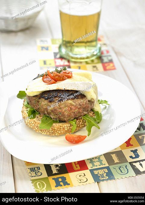 hamburguesa con queso brie
