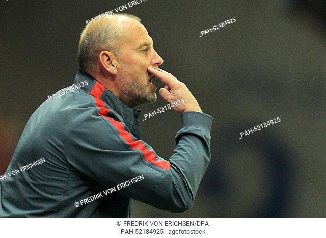 Frankfurt's head coach Thomas Schaaf gestures during the Bundesliga soccer match between Eintracht Frankfurt and 1. FSV Mainz 05 at Commerzbank Arena in...