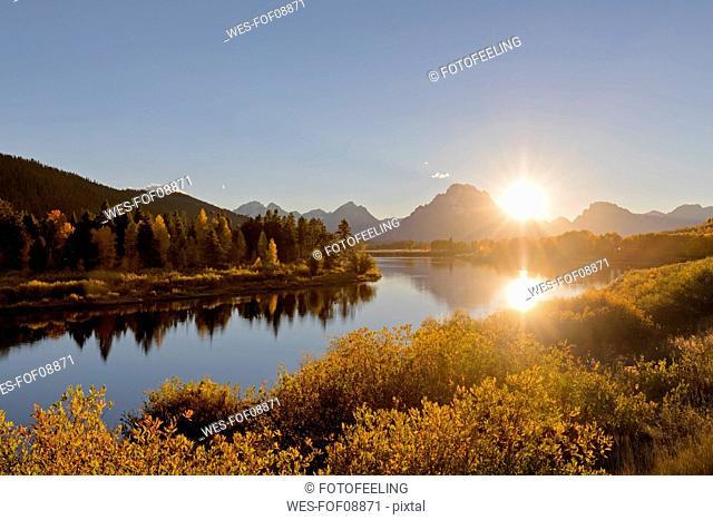 USA, Wyoming, Rocky Mountains, Teton Range, Grand Teton National Park, Snake River, Oxbow Bend, Mount Moran, Indian Summer