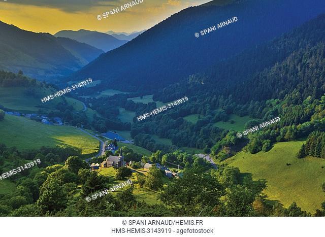 France, Haute Garonne, Comminges, Bagneres de Luchon, Val de Oueil, Cires, View of the village with its church