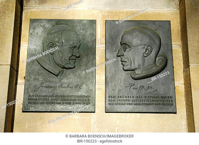Portraits of popes John Paul and Pius, founder of the bishopric, Essen Cathedrale, Essen, North Rhine-Westphalia, Germany