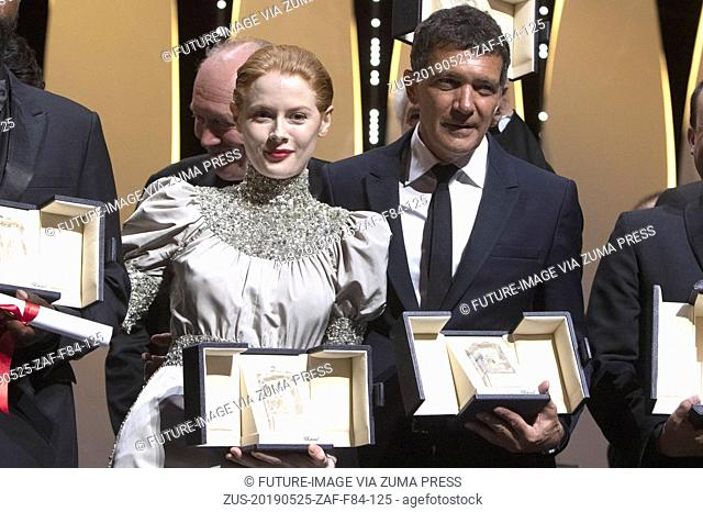 May 25, 2019 - Cannes, Alpes-Maritimes, Frankreich - Best actor winners Emily Beecham and Antonio Banderas at the award ceremony during the 72nd Cannes Film...