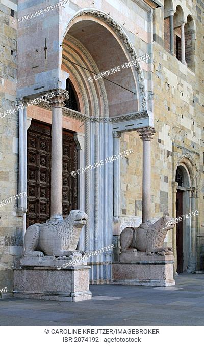 Entrance portal to the cathedral with marble lions by Giambono da Bissone, Parma Cathedral, Piazza Duomo, Parma, Emilia-Romagna, Italy, Europe