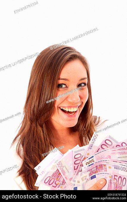 Frau hält viele Euro-Scheine in den Händen