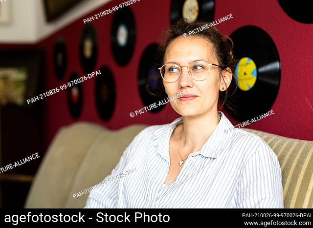 PRODUCTION - 19 August 2021, Baden-Wuerttemberg, March: Speaker Charlotte Hübsch sits in a recording studio. Language artists play with words - when writing...