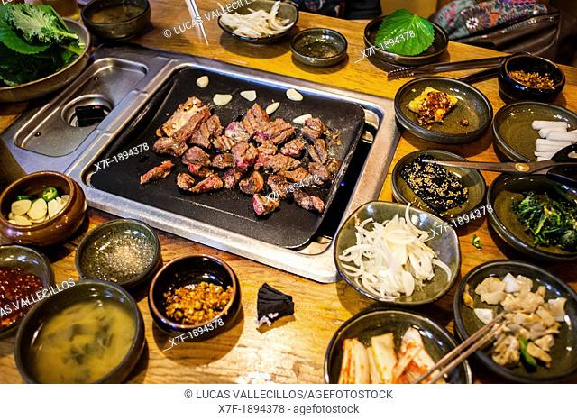 Korean Barbeque, in Myeongdong restaurant, Myeongdong 8-gil street, Myeongdong shopping district, Seoul, South Korea