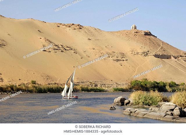 Egypt, Upper Egypt, Aswan, West shore of Aswan, felucca at the feet of the huge dune and the tombs of the princes of Elephantine