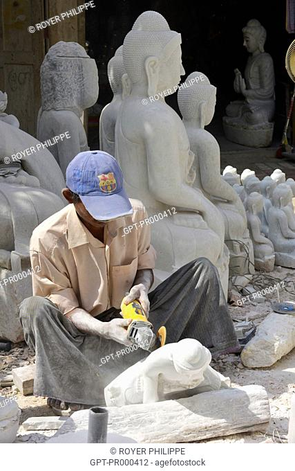 WORKSHOP MAKING BUDDHA STATUES IN ALABASTER, MANDALAY, BURMA, ASIA
